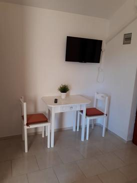 Ždrelac, Dining room in the studio-apartment, (pet friendly) and WiFi.