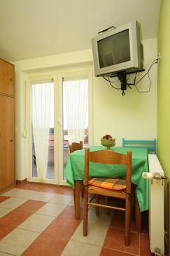 Novigrad, Dining room in the studio-apartment, dopusteni kucni ljubimci.