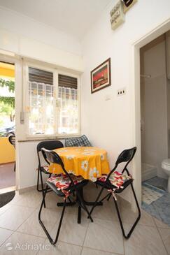 Umag, Sala da pranzo nell'alloggi del tipo apartment, animali domestici ammessi e WiFi.