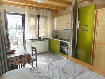 Novigrad, Jídelna v ubytování typu studio-apartment, WiFi.