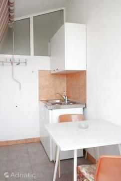 Vabriga, Kitchen in the studio-apartment, WIFI.
