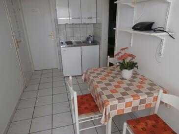 Poreč, Blagovaonica u smještaju tipa apartment, dostupna klima i WiFi.