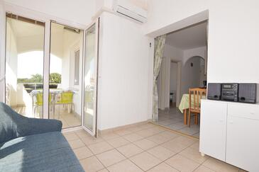 Poreč, Living room in the apartment, air condition available and WiFi.