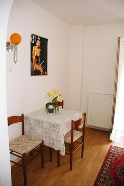 Poreč, Dining room in the studio-apartment, air condition available and WiFi.