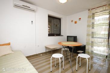 Pješčana Uvala, Столовая в размещении типа apartment, dostupna klima i WIFI.