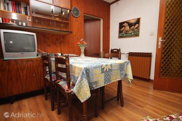Umag, Столовая в размещении типа apartment, доступный кондиционер.