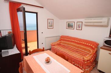 Zambratija, Obývací pokoj v ubytování typu apartment, dostupna klima i WIFI.