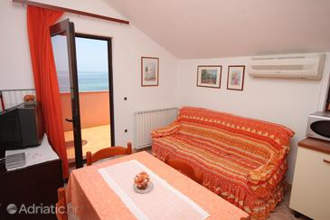 Zambratija, Living room in the apartment, air condition available and WiFi.