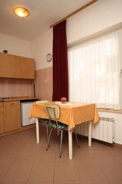 Zambratija, Jídelna v ubytování typu studio-apartment, WiFi.