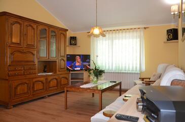 Milinki, Dnevna soba v nastanitvi vrste house, dostopna klima in WiFi.