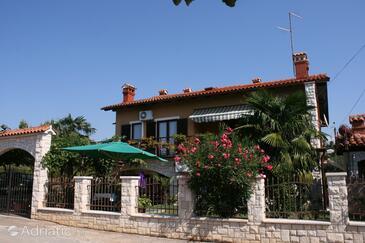 Novigrad, Novigrad, Property 7013 - Apartments with pebble beach.