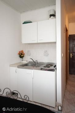 Novigrad, Kitchen in the studio-apartment, (pet friendly) and WiFi.