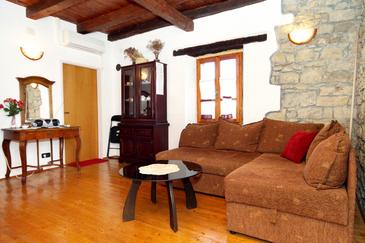 Grožnjan, Obývacia izba v ubytovacej jednotke apartment, klimatizácia k dispozícii, domáci miláčikovia povolení a WiFi.