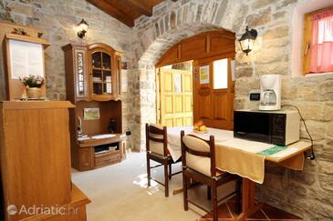 Grožnjan, Jedáleň v ubytovacej jednotke studio-apartment, domáci miláčikovia povolení a WiFi.