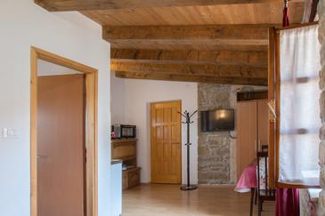 Grožnjan, Dining room in the studio-apartment, (pet friendly) and WiFi.
