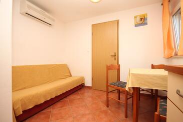 Umag, Jídelna v ubytování typu apartment, s klimatizací, domácí mazlíčci povoleni a WiFi.