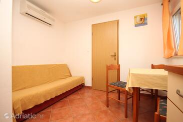Umag, Sala da pranzo nell'alloggi del tipo apartment, condizionatore disponibile, animali domestici ammessi e WiFi.