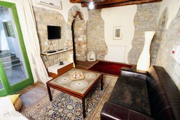 Grožnjan - Bijele Zemlje, Living room in the house, dopusteni kucni ljubimci.