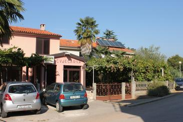 Novigrad, Novigrad, Property 7053 - Apartments with pebble beach.