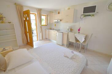 Novigrad, Kitchen in the studio-apartment, dopusteni kucni ljubimci i WIFI.