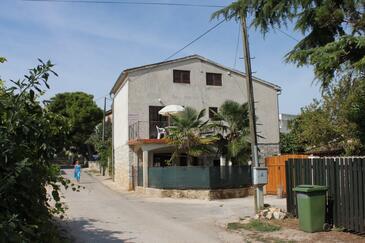 Funtana, Poreč, Obiekt 7055 - Apartamenty ze żwirową plażą.