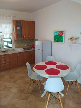 Postira, Dining room in the apartment, WiFi.