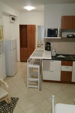 Postira, Dining room in the studio-apartment, air condition available and WiFi.