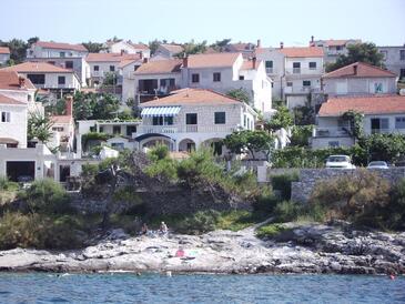 Postira, Brač, Obiekt 706 - Apartamenty przy morzu z kamienistą plażą.