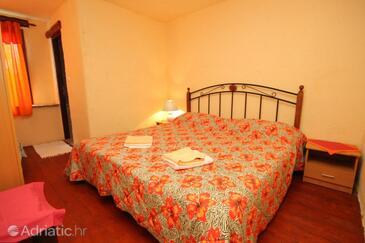 Motovun - Brkač, Bedroom in the room, dopusteni kucni ljubimci.