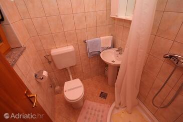 Bathroom 4   - A-7069-a