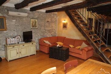 Rim, Obývacia izba v ubytovacej jednotke house, dostupna klima i WIFI.