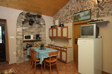 Rakotule, Jídelna v ubytování typu house, domácí mazlíčci povoleni a WiFi.