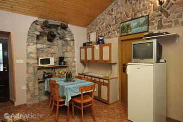Rakotule, Dining room in the house, (pet friendly) and WiFi.