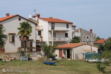 Funtana, Poreč, Property 7077 - Apartments with pebble beach.