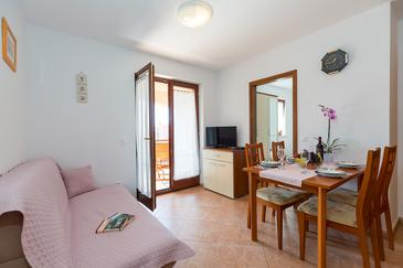Novigrad, Obývací pokoj v ubytování typu apartment, s klimatizací a WiFi.