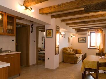 Motovun, Dining room in the apartment, dostupna klima i dopusteni kucni ljubimci.