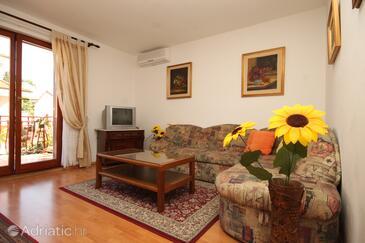 Rovinj, Dnevni boravak u smještaju tipa apartment, dostupna klima, kućni ljubimci dozvoljeni i WiFi.