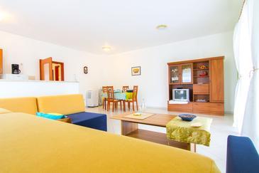 Living room    - A-7105-a