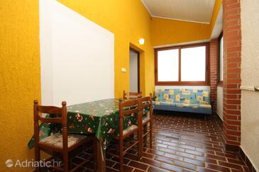 Vabriga, Dining room in the apartment, dopusteni kucni ljubimci.