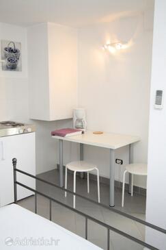 Novigrad, Dining room in the studio-apartment, dopusteni kucni ljubimci.