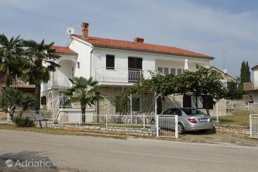 Novigrad, Novigrad, Property 7107 - Apartments with pebble beach.