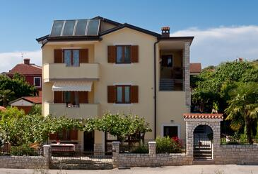 Novigrad, Novigrad, Property 7108 - Apartments with pebble beach.