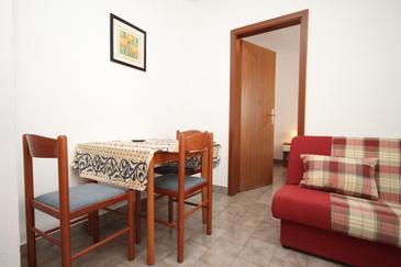 Umag, Jedáleň v ubytovacej jednotke apartment, domáci miláčikovia povolení a WiFi.