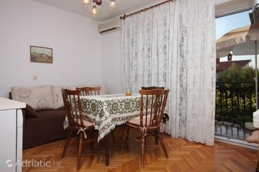 Novigrad, Dining room in the apartment, dostupna klima i WIFI.