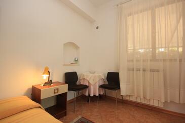 Novigrad, Dining room in the studio-apartment, dopusteni kucni ljubimci i WIFI.