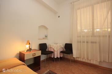 Novigrad, Jídelna v ubytování typu studio-apartment, dopusteni kucni ljubimci i WIFI.