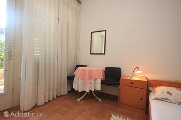 Novigrad, Jídelna v ubytování typu studio-apartment, domácí mazlíčci povoleni a WiFi.