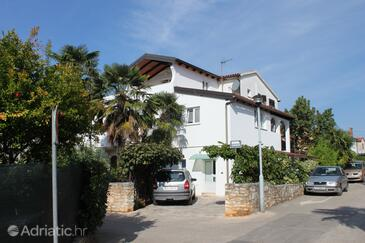 Novigrad, Novigrad, Property 7121 - Apartments with pebble beach.