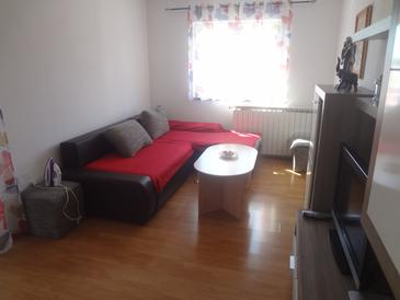 Valica, Living room in the apartment, air condition available, (pet friendly) and WiFi.
