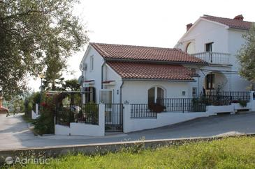 Buje, Središnja Istra, Objekt 7123 - Ubytování s oblázkovou pláží.